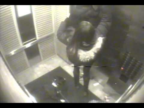 Σοκαριστικό βίντεο. Κοπέλα προσπαθεί να σώσει τον σκύλο της στο ασανσέρ...