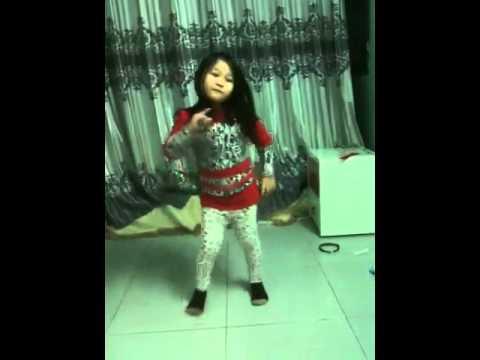 Bé gái 5 tuổi tự biên đạo bài nhảy nhạc Hàn Quốc