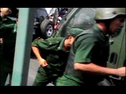 Công nhân Pou Yuen rượt đuổi dân phòng, giải vây đồng đội