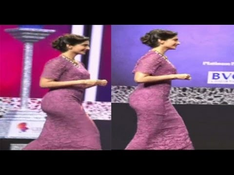 Sonam Kapoor Seductive Walk at 40th India Gem & Jewellery Awards