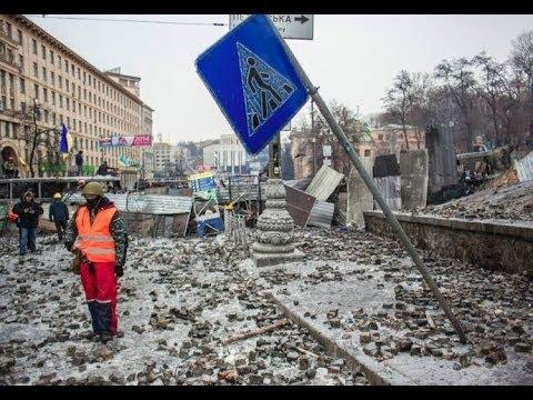 Ukraine Unrest: Kiev in ruins, protesters build new barricades