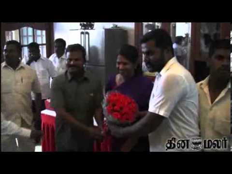 DMK Leader Karunanidhi Blesses MP Kanimozhi on Her Birthday - Dinamalar Jan 5th 2014 News