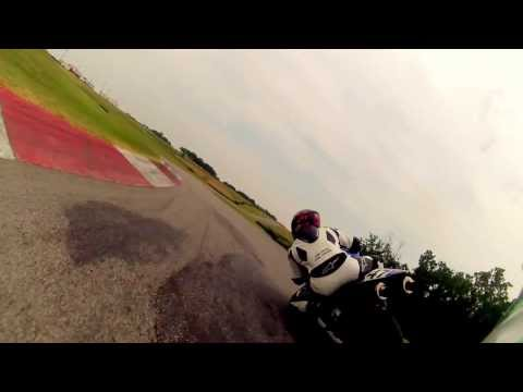 One lap chasing a Yamaha R1 at Hallett Motor Racing Circuit