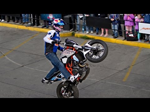 Sport Bike Stunt Riding in Santa Cruz - Aaron Colton 2013 Bolivia