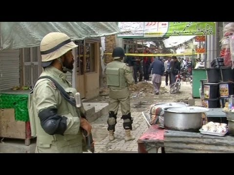 Suicide bombers attack Pakistan court