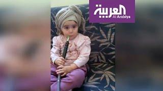 فيديو صادم لطفلة تدخن الشيشة والأم تصور   |   زووم
