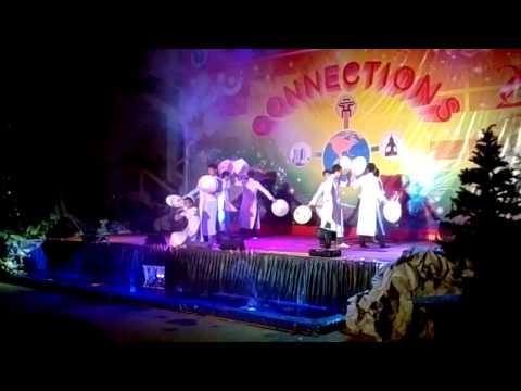 nam sinh cơ khí 3 UNETI múa nón Việt Nam quê hương tôi và nhảy Gangnam Style