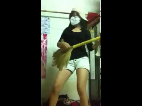 Teen girl nổi loạn trong phòng