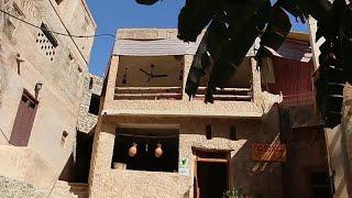 تحويل بيوت الطين إلى فنادق .. مقصد سياحي يستقطب الزوار في قرية عمانية