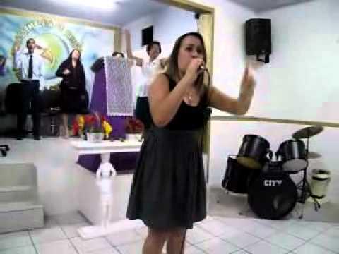 CANTORA EDUARDA MARTINS LOUVANDO AO SENHOR COM O HINO JEOVA RAFAH- ROZEANE RIBEIRO.flv