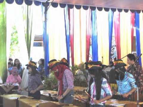WISUDA PURNA SISWA - SMP DHARMA WANITA SURABAYA 2012