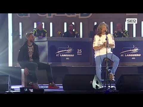 Sergio Ramos y José Merce cantan 'Aire'. Cadena SER