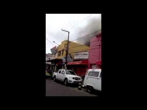 Incêndio atinge 10 lojas no centro de Aracaju