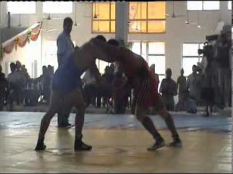 PAKISTAN CHAMPION  MUHAMMAD ALI PEHLAWAN  VS  NURSINGH YADAV ASIAN CHAMPION 2010 IN INDIA.MPG