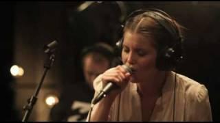 Laura Närhi Mä Annan Sut Pois (Official Music Video