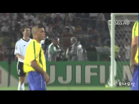 """Những phút giây Ronaldo """"béo"""" hành hạ tuyển Đức"""