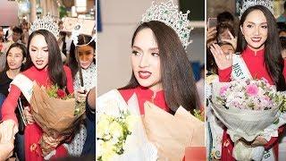 Tân HH Hương Giang diện áo dài đỏ rạng rỡ trở về trong vòng tay người hâm mộ