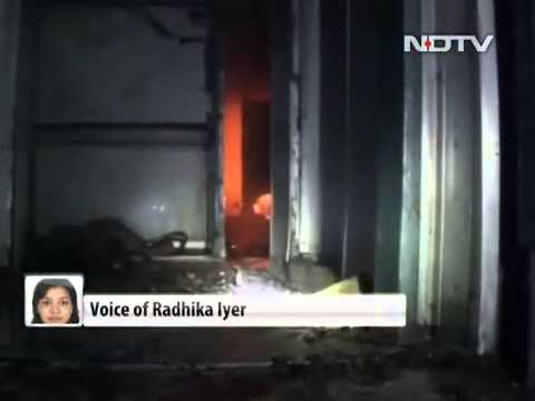 23 killed as train headed from Bangalore to Nanded catches fire in Andhra Pradesh Video-HQ