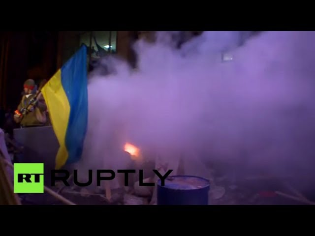 Video: Scuffles erupt as police clear barricades in Ukraine