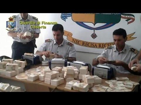 الشرطة الإيطالية تعتقل رجلا بحوزته سبعة عشر مليون يورو مزورة