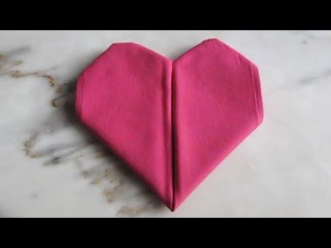 pliage de serviette en tissu le coeur youtube. Black Bedroom Furniture Sets. Home Design Ideas