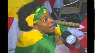 A animação com o jogo durou apenas 10 minutos e logo os torcedores brasileiros já estampavam a decepção.