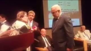 بن كيران يقبل يد الكاتبة والأديبة خناتة بنوتة |