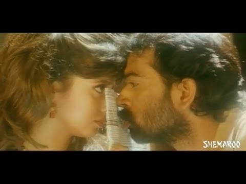 Anaganaga Oka Roju Movie Scenes - J D Chakravarthy trying to kiss Urmila Matondkar
