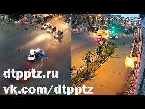 В полночь на проспекте Ленина столкнулись два легковых автомобиля