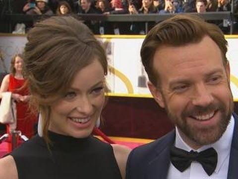 Olivia Wilde Flaunts Baby Bump on Oscar Red Carpet