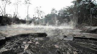 القرى الإندونيسية مغطاة بالرماد والحمم