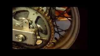 Limpieza y engrase de cadena de moto