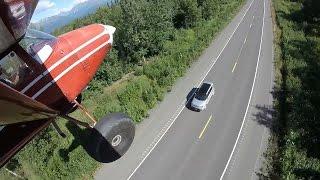 Crazy landing on road !!! - Incredible Bush-flying in Alaska