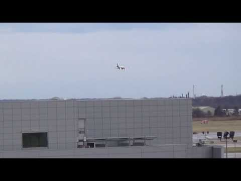 US Airways CRJ-200 landing PHL 27L 12.22.2013