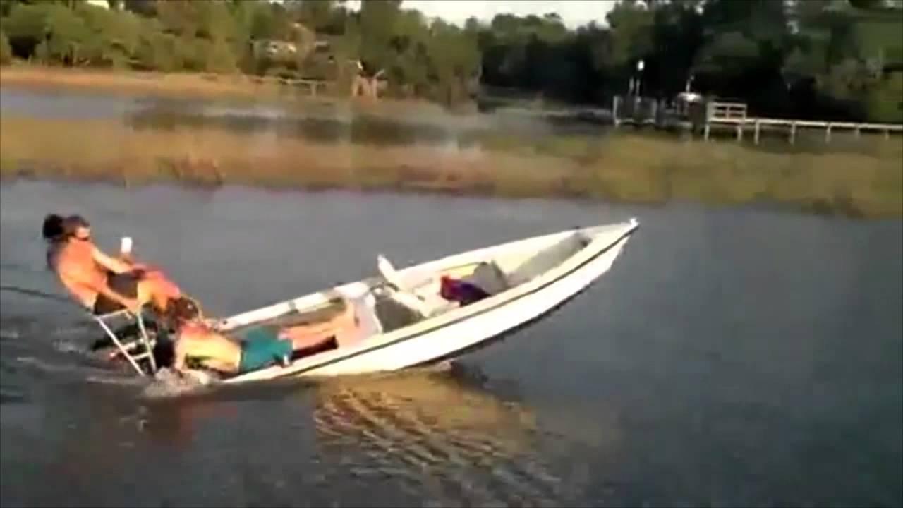 чувак утопил лодку