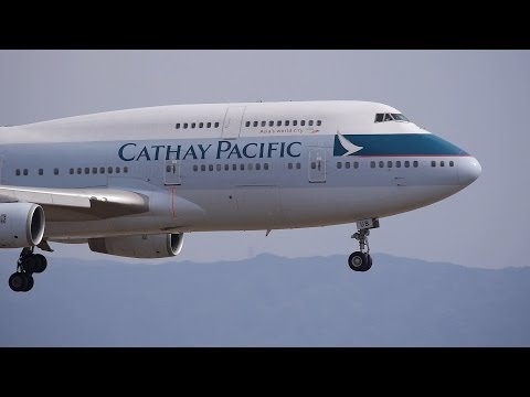 Cathay Pacific Airways Boeing 747-400 B-HUB Landing at KIX 24L