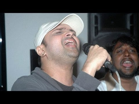Himesh Reshammiya performs 'Teri Meri' from Bodyguard!