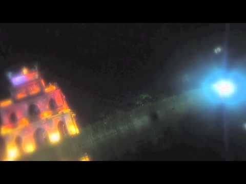 Bơi ra Tháp Rùa nửa đêm