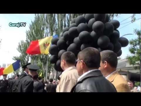 Ambasada rusă huiduită de protestatari