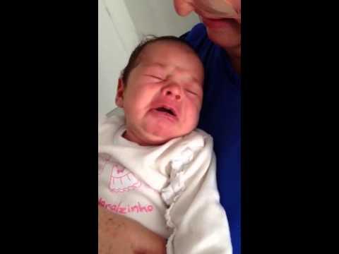 Bebê chorando dormindo!!! Que fofinha...rs