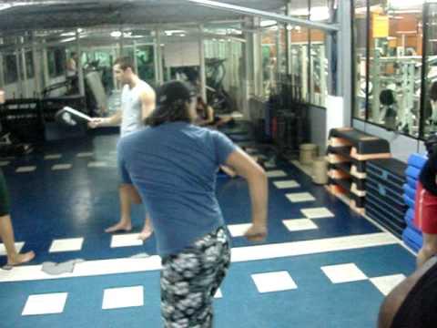 Primeiras aulas de Muay Thai (boxe tailandes) 2/2 - Chute
