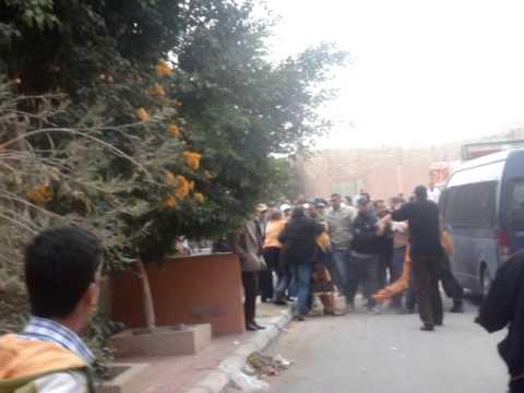لحظة تعنيف المتضامنين اللإسبان بحي معطلى 10/12/2013