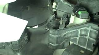 Replace HID Light In 05 Acura RL.mp4