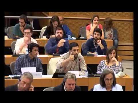 Eurodeputado do PCP João Ferreira, manda Jean Claude Juncker desligar o telemóvel