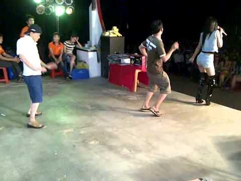 Thanh niên nghiêm túc nhảy bốc lửa với hotgirl