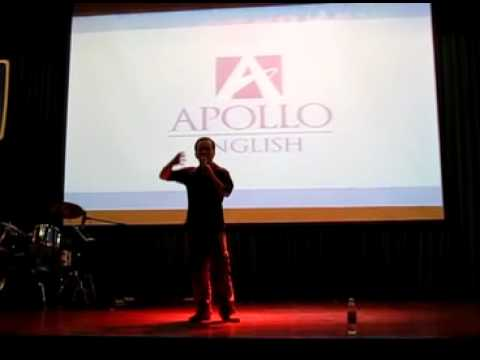 Dua Leo dien stand up comedy - hai doc thoai o Apollo English Idol contest