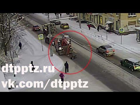 На проспекте Александра Невского экскаватор сбил пешехода