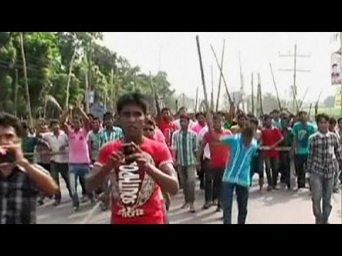 Factory workers continue angry protests over wages in Bangladesh