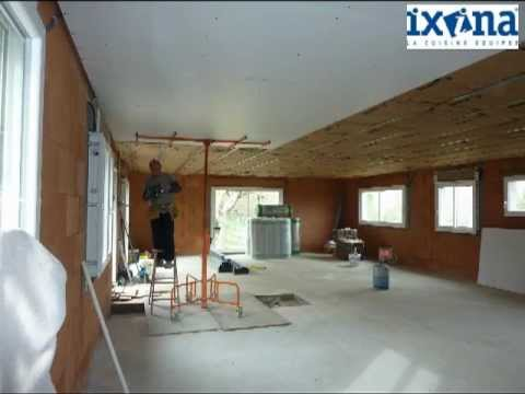 Pose d 39 un plafond suspendu en plaques ba13 youtube for Faire un plafond en ba13