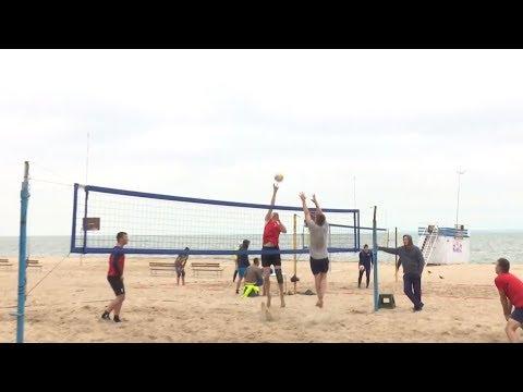В Бердске состоялся открытый турнир по пляжному волейболу